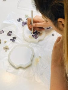 ساخت زیر لیوانی رزینی با گل خشک